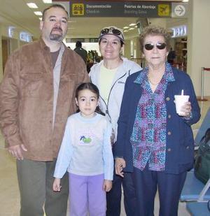 Elsa Landeros, José Ignacio y Elsa Barraza, viajaron a Tijuana y fueron despedidos por María Barraza.