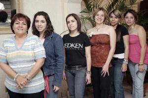 Sinceras felicitaciones recibió María del Carmen Izquierdo Sáenz, en el festejo pre nupcial que la organizaron sus familiares y amistades en días pasados.