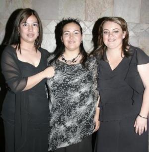 <b>30 de marzo 2005</b> <p> Blanca Marín, Nancy Vega y Laura Vega