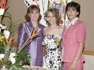 30 de marzo 2005  Miriam Motola Lincón acompañada de Marychu Beltrán y Susana Lincón de Motola