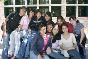 <b>30 de marzo 2005 </b> <p> Bárbara Olmedo, Melissa Meraz, Norma Pineda, Rocío Díaz, Karla Robles, Sheila Palacios, Amelia Cárdenas, Laura Macías, Layla Miranda y Alfredo Vielma.