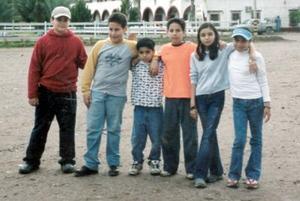 José Eduardo Alatorre festejó en días pasados su cumpleaños, en compañía de sus papás, hermanos y amigos.