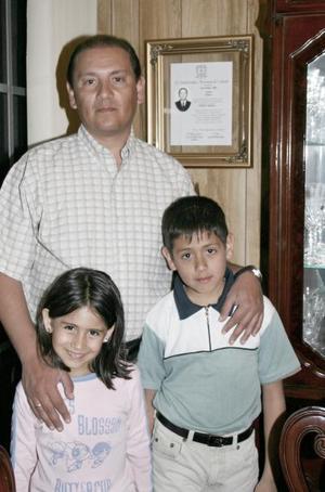 Sergio Rodríguez Aldape , festejó su cumpleaños recientemente, acompañado por sus hijos Sergio y Marisol Rodríguez Salcido.