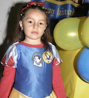 <b>30 de marzo </b> <p> Una divertida fiesta le organizaron a Salma Marcos Siwady.