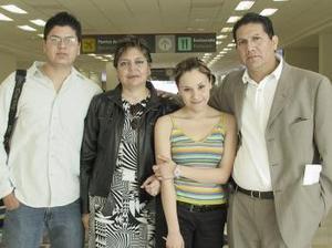 Pablo Saucedo y Helen Martínez viajaron a Mérida y los despidieron Pablo y Laura Herrera
