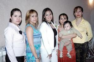 Ana Lilia Treviño Ortiz contraerá matrimonio con Juan Serrano Ramírez, por lo que disfrutó de una fiesta de despedida.