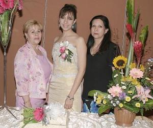 Concepción López y Ofelia Ortega de Pérez, le ofrecieron una despedida de soltera a Liliana Mena López.