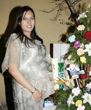 Cristina Macías de Hernández, en su fiesta de canastilla.