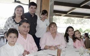 J-Jorge Márquez Sifuentes disfrutó de un ameno convivio, que le preparó con motivo de su cumpleaños.