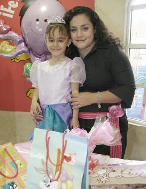 María Fernanda Vázquez Martínez cumplió cinco años, por lo que su mamá, la Sra. Wendy Martínez  le organizó una fiesta de cumpleaños.