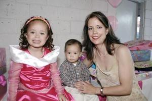 Valeria Martínez Pérez cumplió cuatro años de vida y celebró con una bonita fiesta que le organizó su mamá, Marí Teresa Pérez de Martínez.