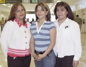 Rafaela Pérez, Martha de León y Lucy Gamboa viajaron a Mazatlán.