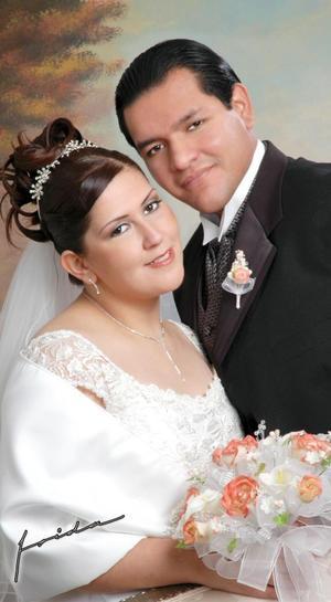 Lic. Alfredo Ochoa González y Dra. Miriam Rodríguez Garay contrajeron matrimonio el pasado 15 de enero en la parroquia de Santa María de Guadalupe en Gómez.