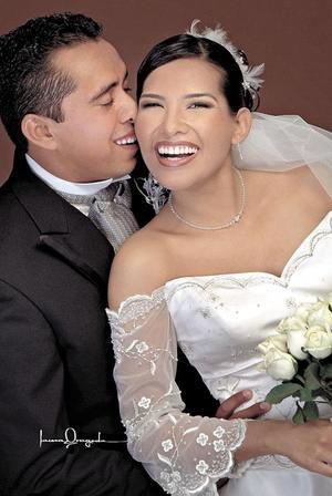 L.E.F. Jairo Soto Rubio y L.E. Anahí Hernández Rodríguez contrajeron matrimonio religioso en la parroquia de San Pedro Apóstol el cuatro de diciembre de 2004.