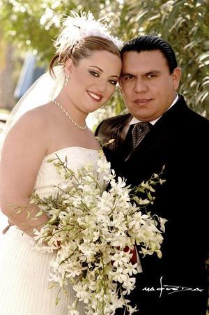 Sr. Alfonso Vázquez Ayala  y Srita. Mónica Hernández Marabotto recibieron la bendición nupcial en la parroquia de San Pedro Apóstol, el sábado 12 de marzo de 2005.