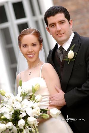 Sr. Jacinto Faya Rodríguez y Srita. Paola Romo Martínez contrajeron matrimonio religioso el pasado cinco de marzo en la parroquia Los Ángeles.
