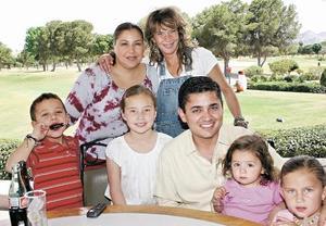 Jimena Villanueva, Miguel Mery, Isabela Mery, Andrea Villanueva, David Murra, Lizeth Safa y Susana Burillo