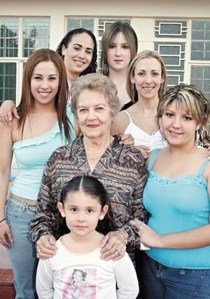 Jhoanna Fajer Graham, Alia Safa Graham, Daniela Graham, Baby Salinas Graham, Ana Avelina Peña de Graham, Jenny Graham y  Sofía Cosio Graham