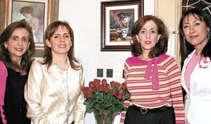 <I>ELVIRA FESTEJA SU CUMPLEAÑOS</I><P>Katia de Zarzar, Elvira de Bello, Linda de Zarzar y Gina Treviño
