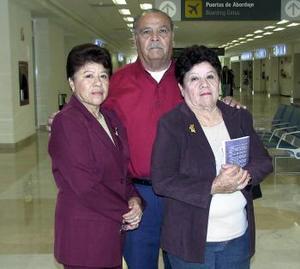 Antonio Alonso, Guadalupe y María Teresa Ávila viajaron a Ensenada Baja California.