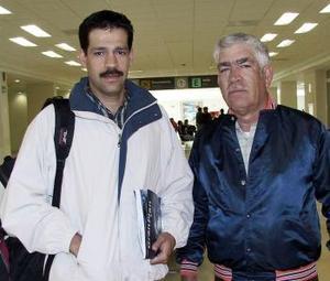 <b>02 de abril</b><p> Fernando Plascencia viajó a El Paso Texas y fue despedido por Javier Plascencia.