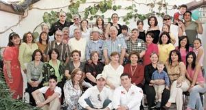 <I>CUMPLE 70 AÑOS</I><P>José Cueto González festeja acompañado de su familia