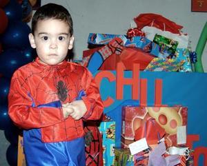 Jesús de León Hernández festejó su segundo cumpleaños con una piñata