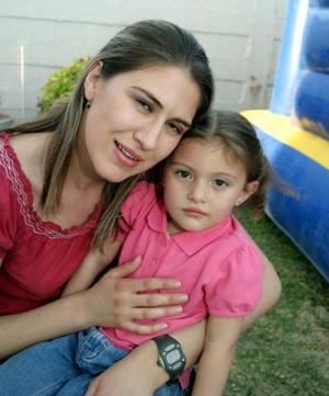 <b>01 de abril </b> <p>  Martha de Montellano, con su pequeña Mariana .
