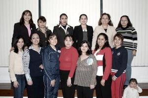 02 de abril  Olga Lilia Alvarado de González acompañada de sus amistades el día de su fiesta de canastilla.