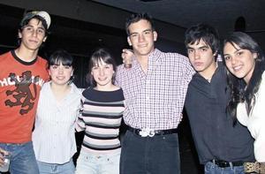 Jessica Martínez, José Vidal Suárez, Gaby Trigos, Rodrigo Carmona, Jorge Olvera y Yolis Transfi