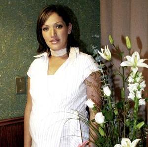 Lorena Hernández de Galindo, captada en su fiesta de canastilla.