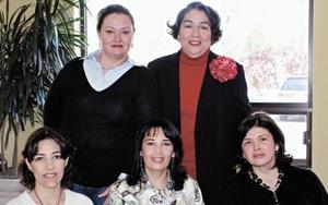 Lourdes R. de González, Claudia R. De Rebollo, Lety V. de Izaguirre y Yolanda G. de Murra acompañando a la festejada
