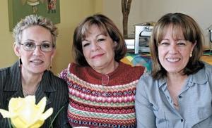 Esperanza de Lavín, Yolanda de Medellín y Guadalupe de Cornú