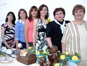 Yolanda de Santibáñez, Elisa de GIl, Norma de Jardón, Cony de Santibáñez, y  Carolina de Santibáñez le ofrecieron a Cynthia Yolanda una despedida de soltera.