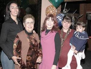 Elena Horta, Gina Martínez y Mónica Jaik, le organizaron un agradable festejo de cumpleaños a Luz María Horta Cantú.