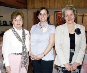 Lupita Martínez de Haro y Coyo Mejía de Pérez le ofrecieron una fiesta de canastilla a Ana Isabel Haro de Pérez.