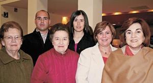 Suse Huerta, Luis Galindo, Martha Piña, Josefina de Pérez, María Luisa Huerta y Gaby Faya