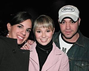 <I>PRESENTACIÓN DE PILAR RIOJA</I><P>Ana Cristina Giacomán, Araceli Martínez y Damián Aguilera