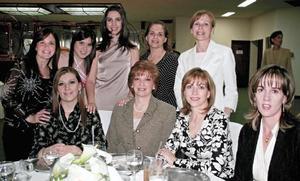 Analú L. de Estrada, Mariana Estrada, Alicia Estrada Murra, Cecilia G. de Pérez, Laura E. de Alonso, Yolanda Fernández, Olga Estrada, Claudia E. de Gómez y Mariángeles T. de Estrada