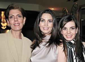 Alicia Murra de Estrada con sus hijas Alicia y Susana