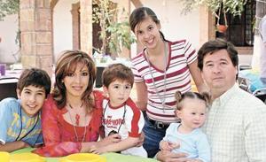 Miguel Ángel Casale Guerra, Griselda Ayup de Casale, Valeria Casale Valenzuela, Rodrigo, Miguel Ángel y Brenda Casale Ayup