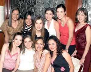 Vanessa de Sandell. Cristy, Érika, Nayeli, Paulina, Sonia, Tania, Consuelo y Priscila le ofrecieron una despedida de soltera a Georgina Cantú Niño de Rivera.