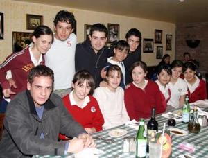 Ana Sofía Ramos en su fiesta de cumpleaños junto a sus amigos.