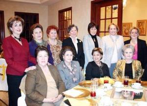 Genny , Tello, Rosario , María Inés, Marilú,  Dueñas,Reed, Enriqueta, Idaly , Maura, Cristy y Peggy.