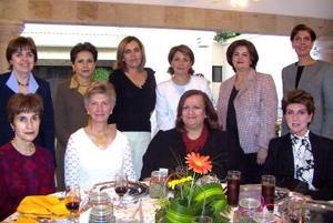 03 de abril   Emilia, Emma, Elisa, Laurencia, Coquis, Cristy. Rosario, Verónica, Alicia y Cristina.