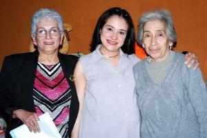 Gloria Mijares de Sasndoval y Graciela Álvarez Galván le ofrecieron una fiesta de canastilla a Iliana Nájera de Sandoval.