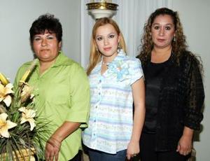 <b>03 de abril </b><p>  Sandra Leticia González de Zamora y Gloria Torres de Martínez le organizaron una fiesta de regalos a Sandra Cecilia Martínez Torres.