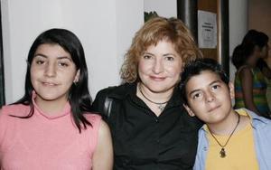 Martha Lozano,y sus hijos Gustavo Mar y Minerva López.