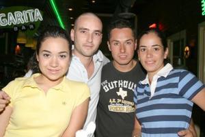 Karina Olais, Jimmy Guerrero, Robertta de Orrin y Christian Orrin