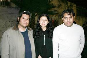 <b>04 de abril </b><p> Mario Zaid, Ivonne Ledezma y Jorge Parra.